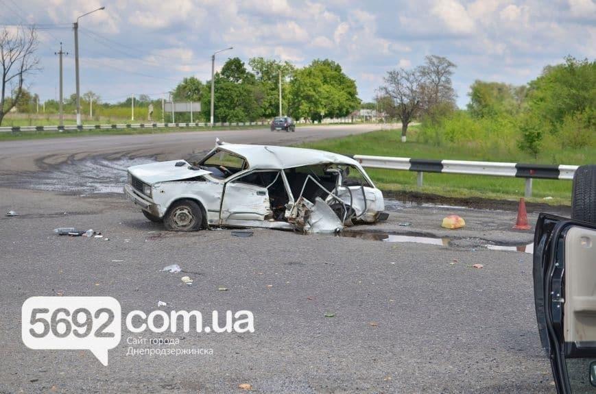 Под Днепродзержинском в ДТП погибли 2 молодые девушки