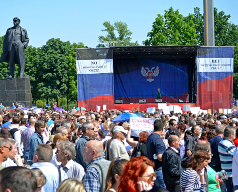 """У Донецьку окупанти зігнали людей на мітинг """"проти збройної місії ОБСЄ"""""""