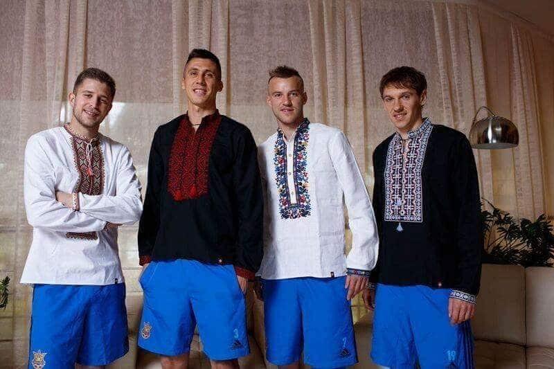 Евро-2016. Футболисты сборной Украины похвастались ярким фото в вышиванках