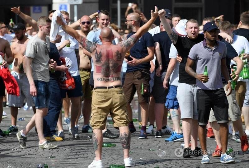 Евро-2016. Российские и английские болельщики устроили грандиозное побоище в Марселе: есть жертвы