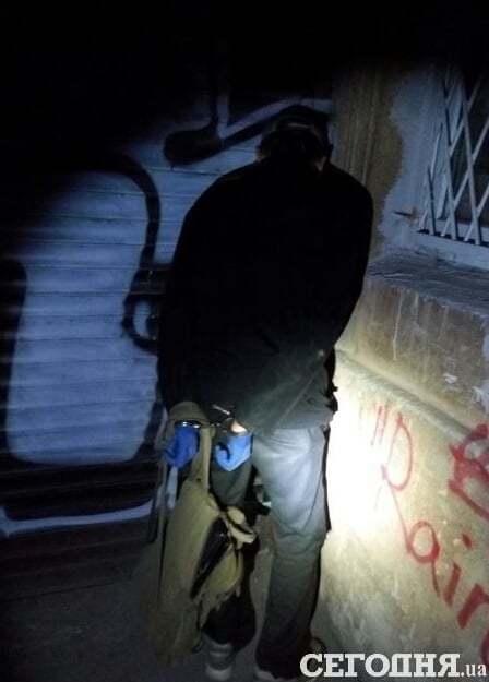 В Киеве полицейские открыли огонь по грабителю