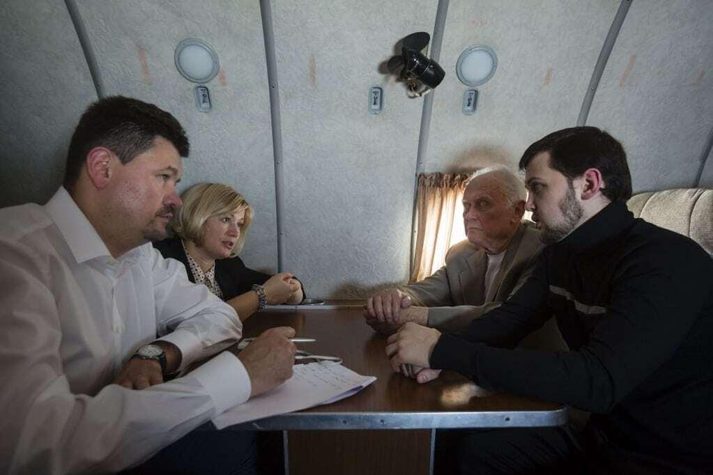 Повернення додому: Порошенко зустрівся із Солошенком і Афанасьєвим