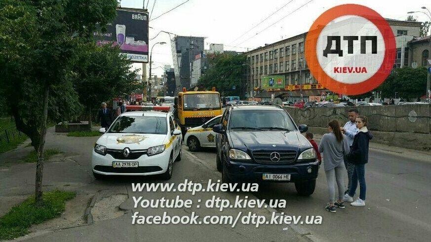 В Киеве автомобиль службы охраны устроил ДТП