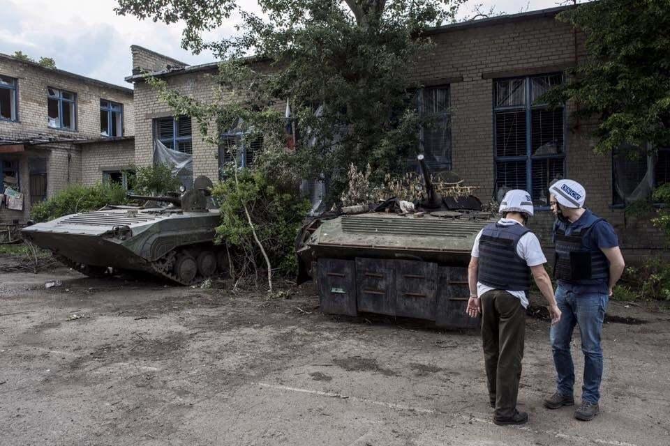 Террористы устроили хранилище оружия из школы на Донбассе