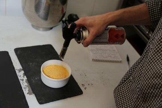 Крем-брюле с лавандой: холостячка Анетти поделилась рецептом вкусного десерта