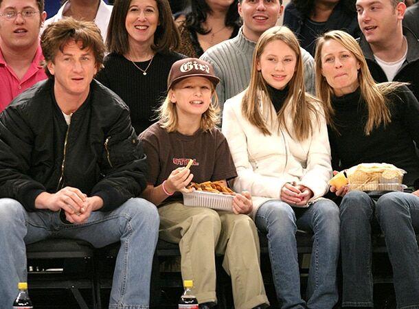 Будущая звезда: сын Шона Пенна и Робин Райт пошел по стопам родителей