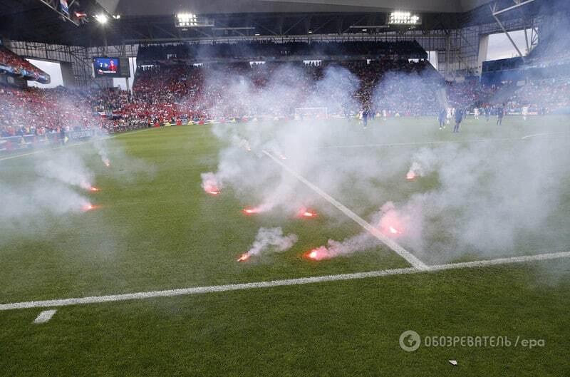 Евро-2016. Болельщики устроили огненный беспредел: файер взорвался в руках стюарда