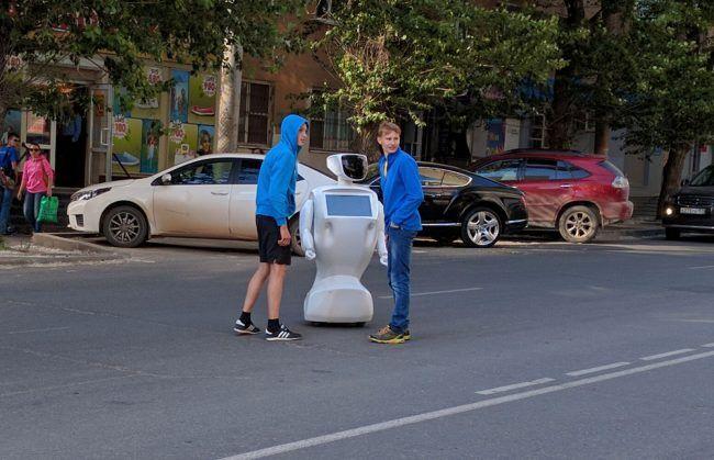 Робот сбежал из лаборатории гулять по городу: опубликованы фото и видео