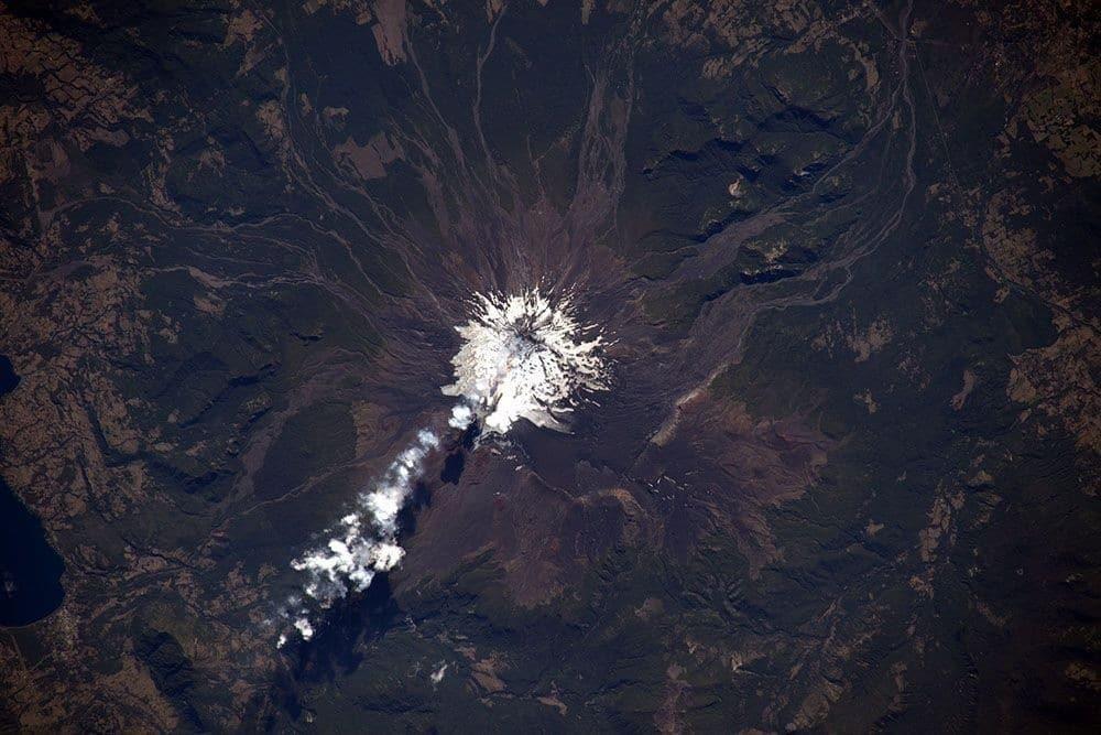 интересные фото земли со спутника самолет