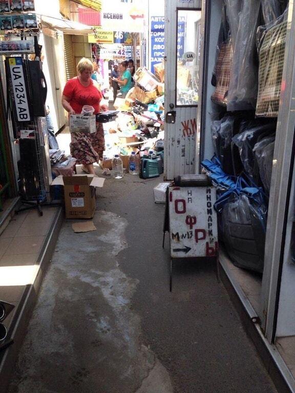 """""""Месть хозяев"""": в Одессе разгромили магазины на рынке """"Успех"""". Опубликованы фото"""