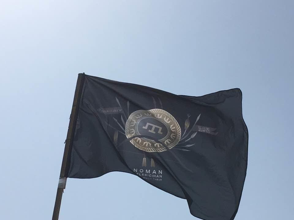 """""""Исторический момент"""": Ислямов показал флаг крымскотатарского батальона"""