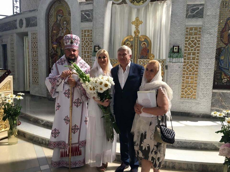 Селфі з батюшкою: в Києві обвінчався актор Горянський