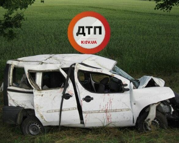 Жуткое ДТП под Винницей: водитель разбил авто с 4-мя детьми и беременной женщиной