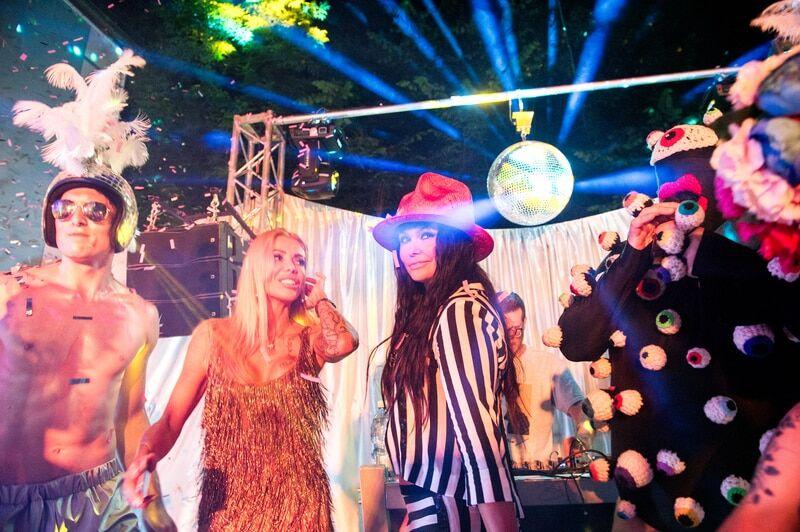 Звезды оторвались на дискотеке 80-х в честь дня рождения Ассии Ахат