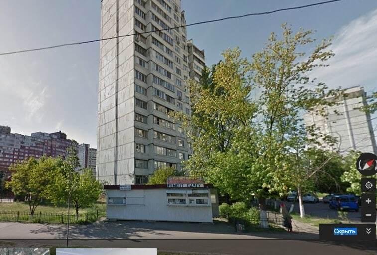 В Киеве мужчина выпал с 15 этажа