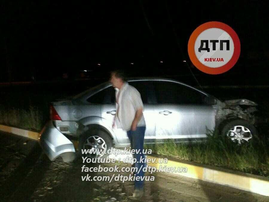 Полгорода без света: под Киевом пьяный водитель врезался в столб