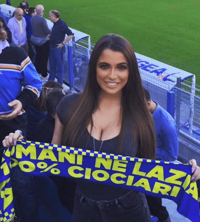 Cексуальная фанатка сборной Италии покорила интернет своим бюстом