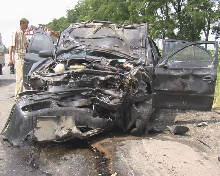 В ДТП с участием автомобиля СБУ погибла семья из трех человек
