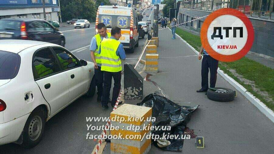 В Киеве отлетевшее у автомобиля колесо убило пешехода