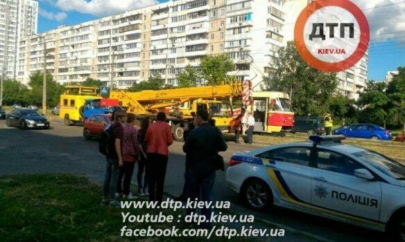Смертельна ДТП у Києві: трамвай переїхав пішохода