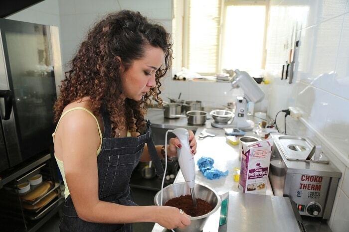 Из холостячки в кондитеры: Анетти Жернова освоила кулинарное искусство