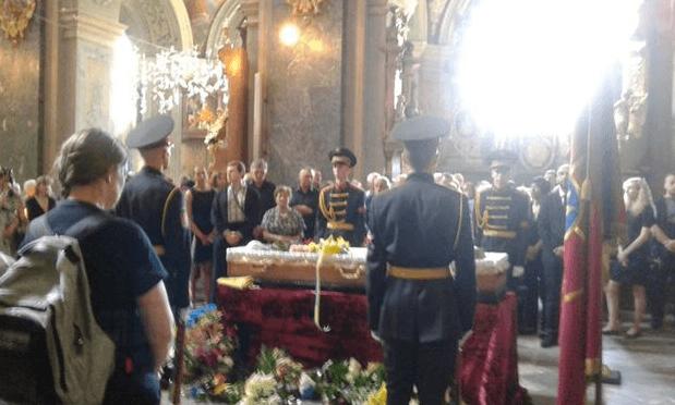 Прощались на коленях: во Львове провели в последний путь Василия Слипака