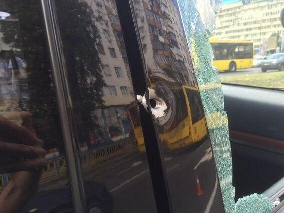 В Киеве стреляли в директора стоматклиники: полиция разыскивает двух киллеров