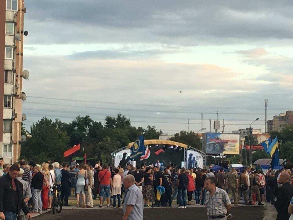 """""""На их плечах Украина"""": в Киеве открыли первый памятник воину-добровольцу"""