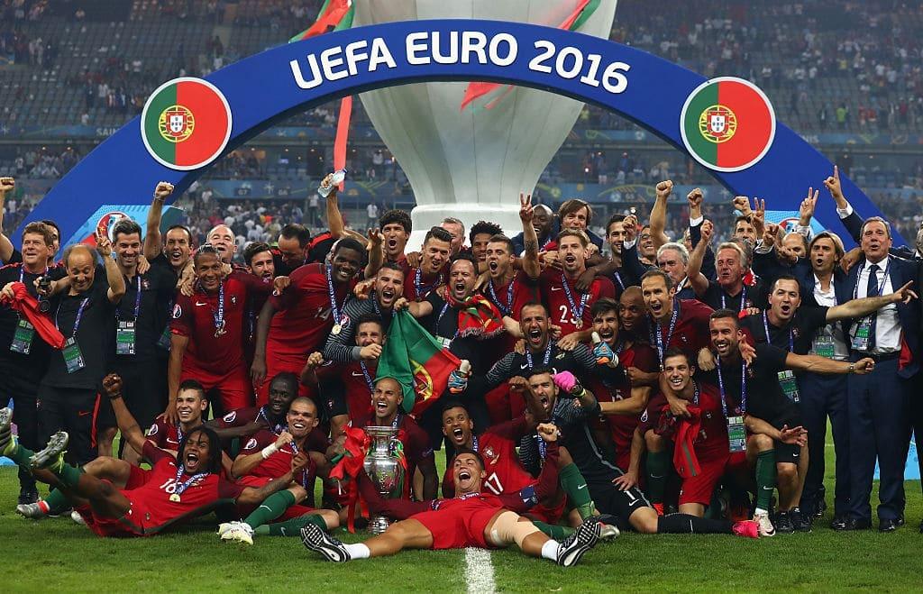 Португалия обыграла Францию в драматичном финале Евро-2016