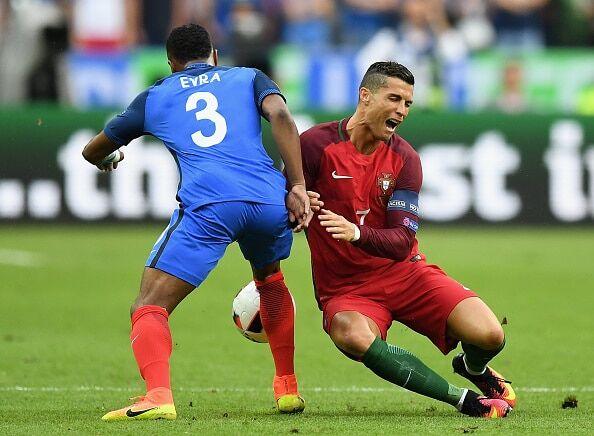 Євро-2016. Кріштіану Роналду достроково завершив фінал, покинувши поле на ношах