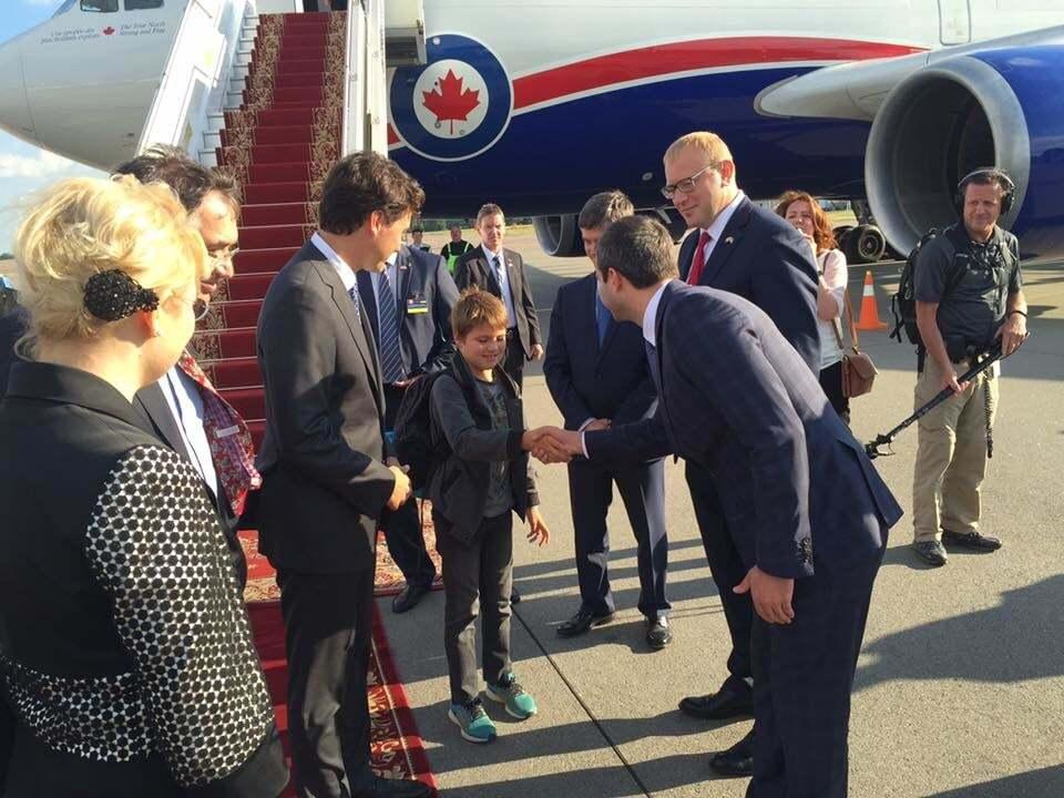 С 9-летним бонусом: в Украину прибыл долгожданный премьер Канады