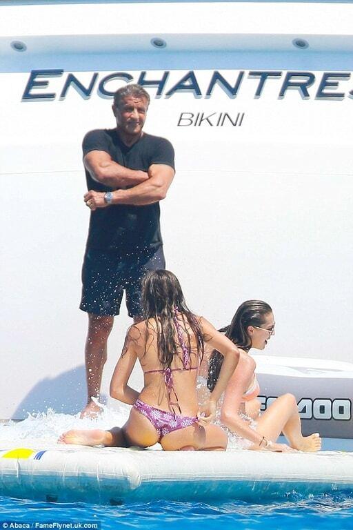 Юбиляр Сталлоне с семьей отдохнул на яхте в Сен-Тропе