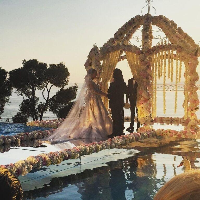 С Малаховым и Крутым: Кернес погулял на свадьбе дочери российского олигарха во Франции