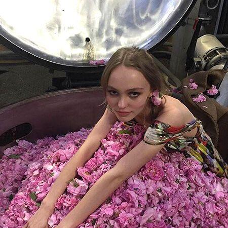 Дочка Деппа и Паради стала новым лицом аромата Chanel