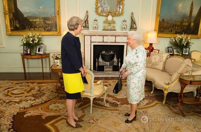 """""""Поцілувала"""" руку королеві: Тереза Мей офіційно стала прем'єром Британії"""