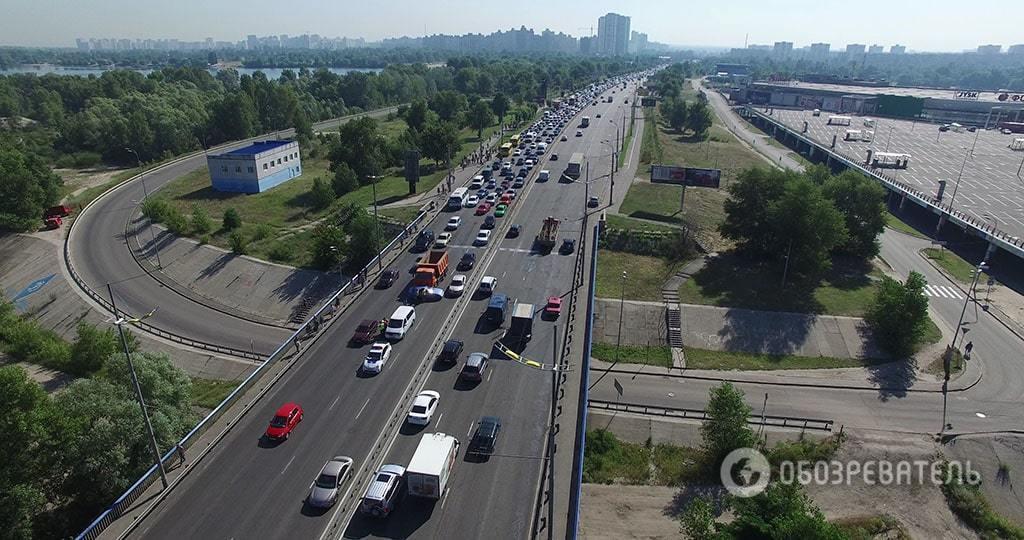 Рекордная пробка на Троещине: километры утреннего пекла на эксклюзивном видео с воздуха