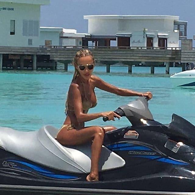 Гламурная блондинка: топ-5 фактов о скандальной светской львице Кристине Сысоевой
