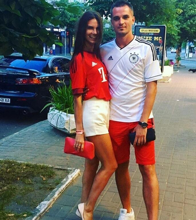 Сексуальная футбольная ведущая похвасталась жаркими фото с медового месяца