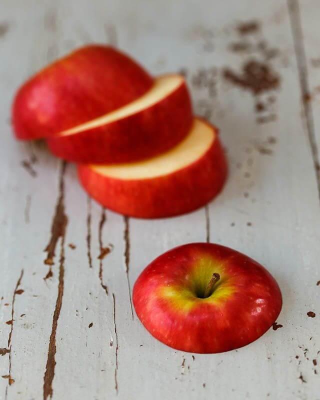 Антицеллюлитный массаж в домашних условиях можно сделать яблоками