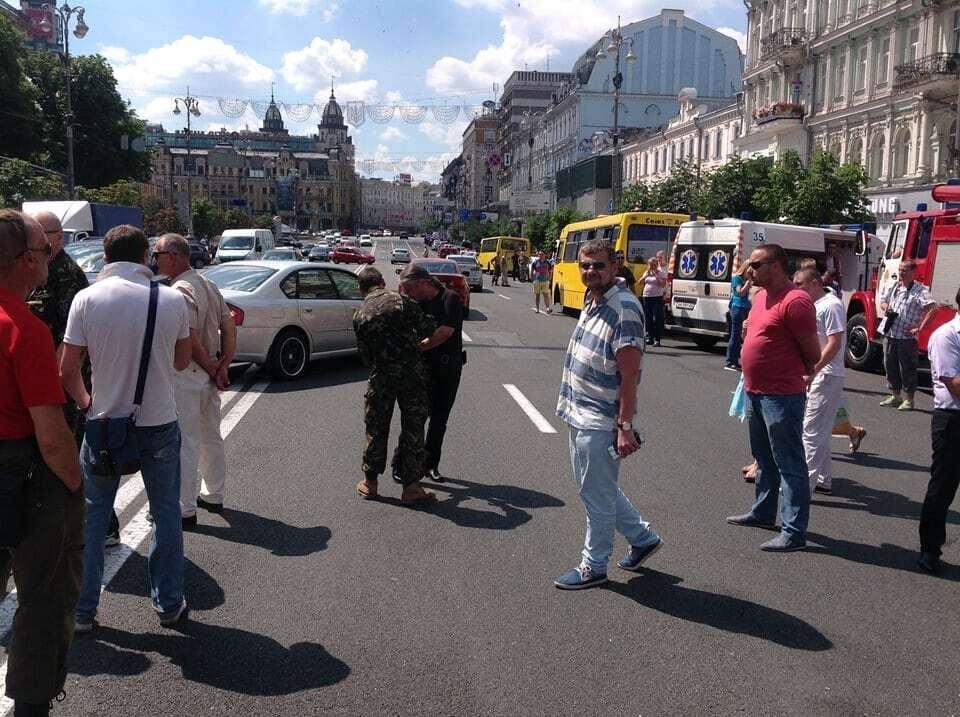 "В Киеве активисты ""Айдара"" перекрыли Крещатик"