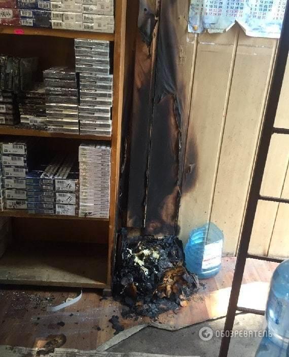 В Киеве преступник избил продавца и поджег киоск