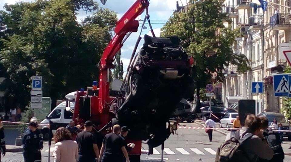 Убийство Шеремета: с места гибели журналиста эвакуировали взорванное авто