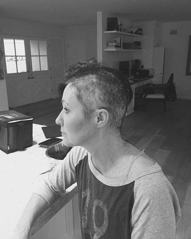 Больная раком Шеннен Доэрти лишилась волос