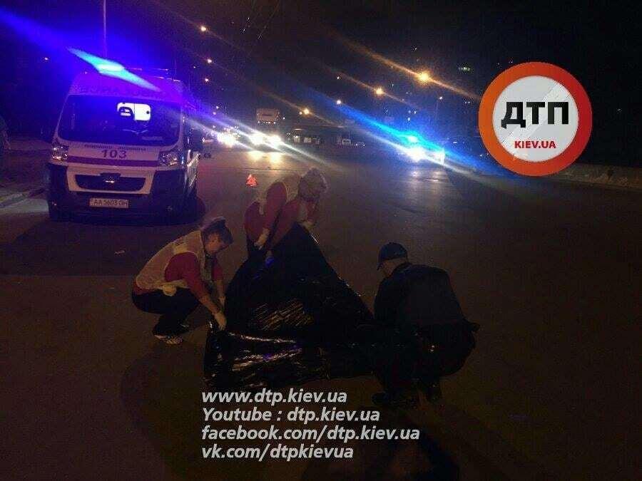 В Киеве Mercedes насмерть сбил пешехода