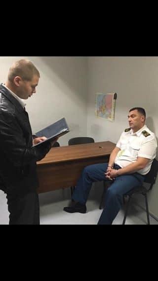 """""""На горячем"""": в """"Жулянах"""" за взятки задержали начальника таможни"""