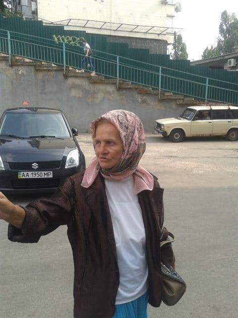 Крестный ход: в Киеве заметили десант бабушек-провокаторов. Фотофакт
