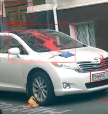 Захлебнутся в крови патриотов: Toyota судьи по делу Бузины облили красной краской