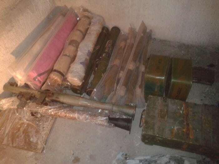 Мины и гранаты: СБУ нашла под Днепром крупный арсенал оружия