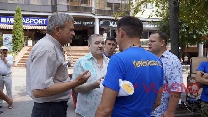 В Виннице сторонников Медведчука облили зеленкой