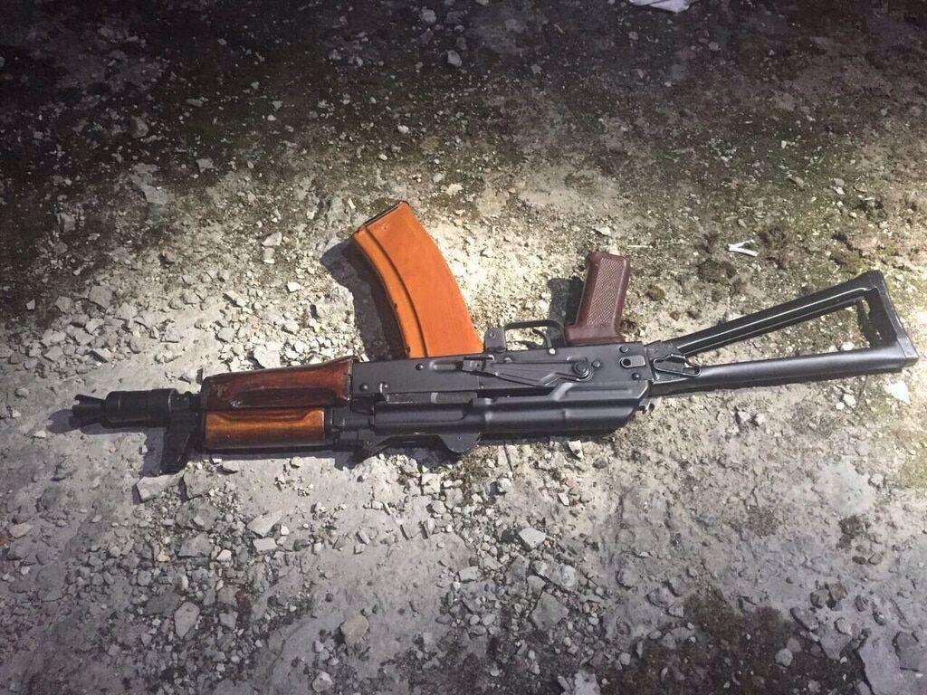 Неизвестные обстреляли машину скандального Кивы